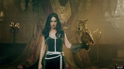 o KATY PERRY UNCONDITIONALLY 5703