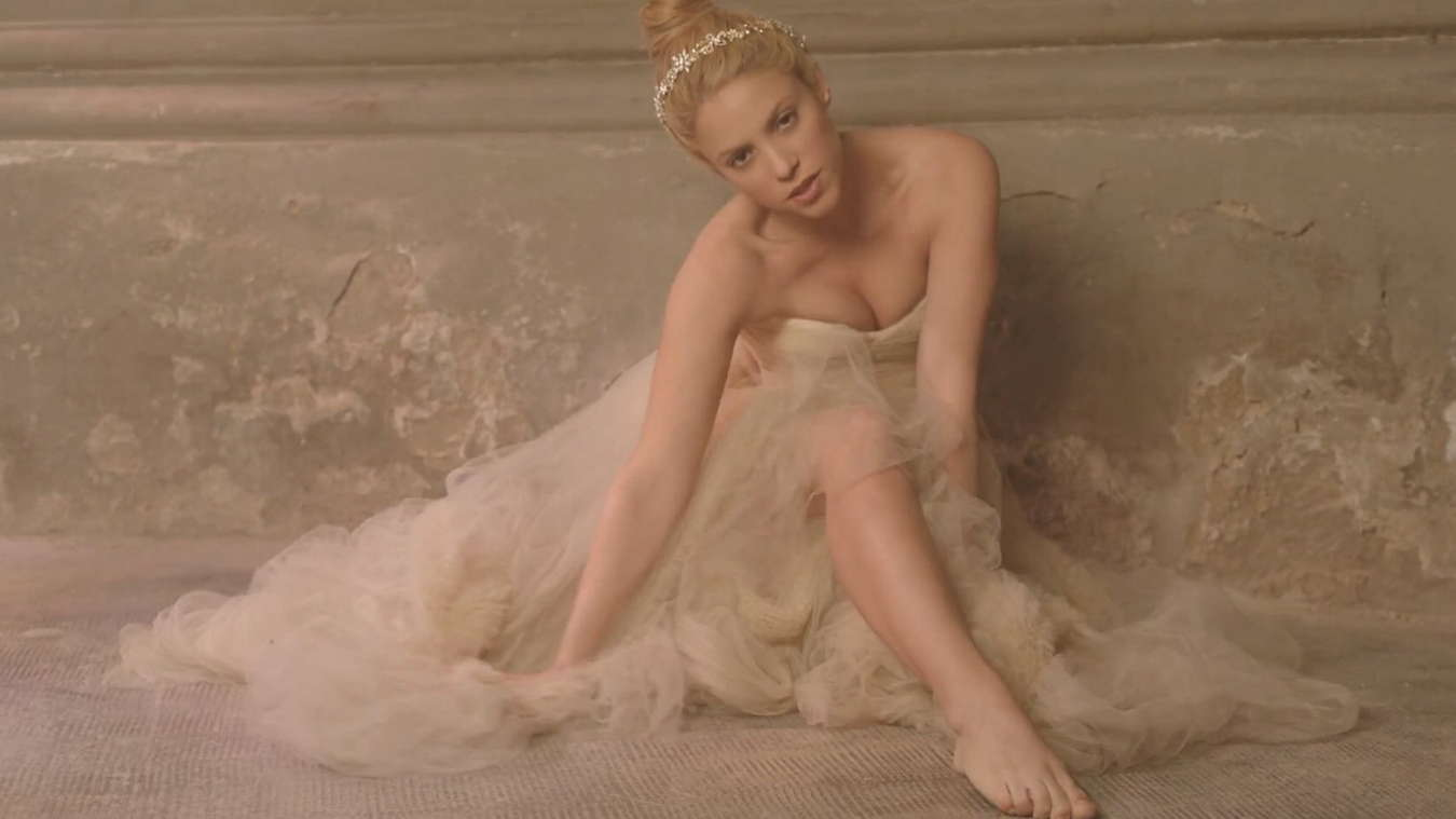 Shakira-Empire-Music-Video-Caps--18