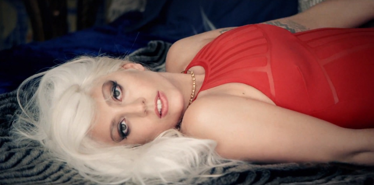 lady-gaga-guy-clip_0001