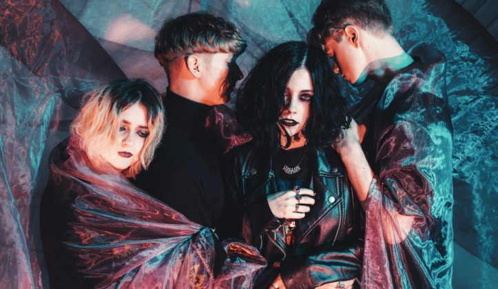 pale waves new years eve ovc8by